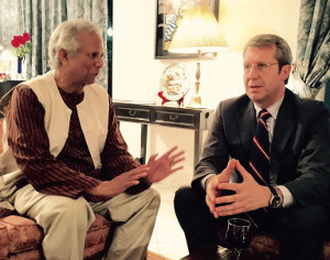 In Bangladesh con Muhammad Yunus, Nobel per la Pace, inventore del microcredito