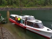 Varata la barca sul lago di Poschiavo