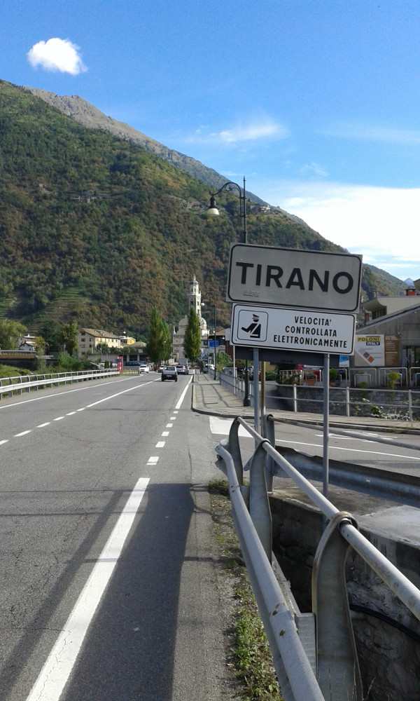 cartello ingresso Tirano